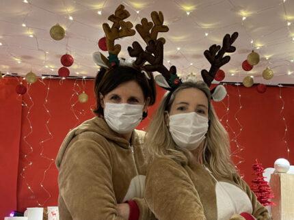 Rudi Anja & Rudi Tanja mit Maske Glühwein Weihnachtsfeier Abstand Sternenfunkel